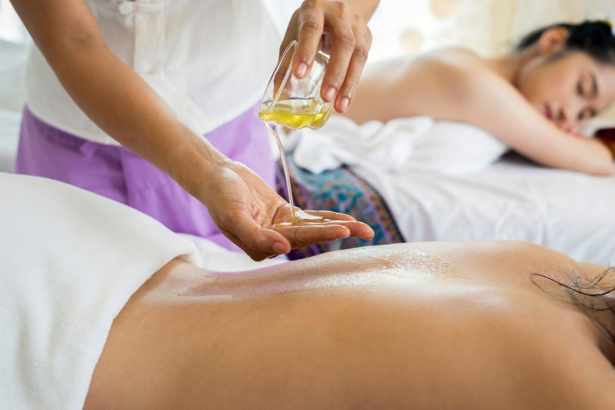 MeinMasseur-Massageöl-1200x800.jpg